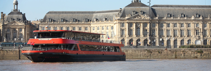 restaurant-boat The Sicambre to lunch or dinner on the river front of Bordeaux