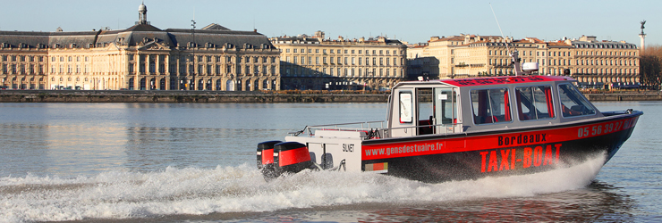 taxi-boat The Silnet to take an aperitif on the garonne river or join the restaurant